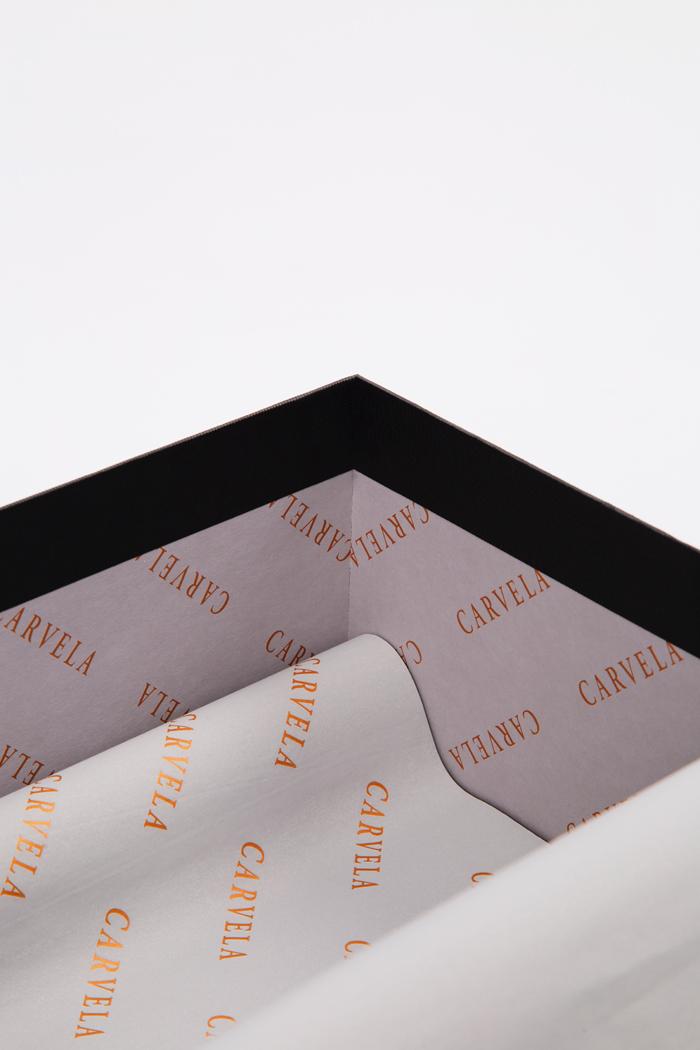 Tipologia scatole: Due pezzi con foro
